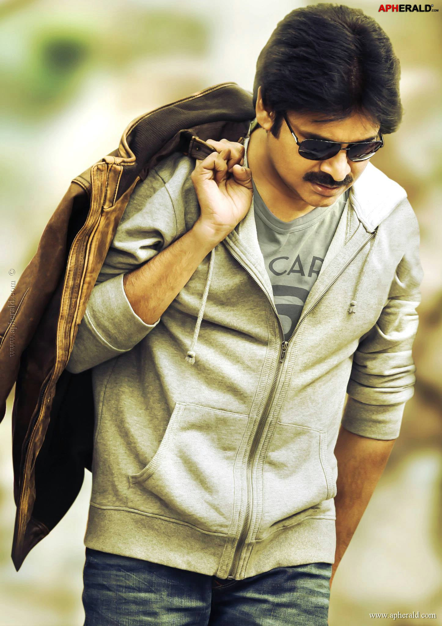 Pawan Rocking Stills in Attarintiki Daredi;Pawan Kalyan Stills in Attarintiki Daredi;Pawan Rocking Stills;Pawan Kalyan Pics;Pawan Kalyan Photos;Pawan Kalyan in Attarintiki Daredi;Pawan Kalyan Latest pics;Pawan Kalyan Latest Pics;Pawan Kalyan Latest Images;