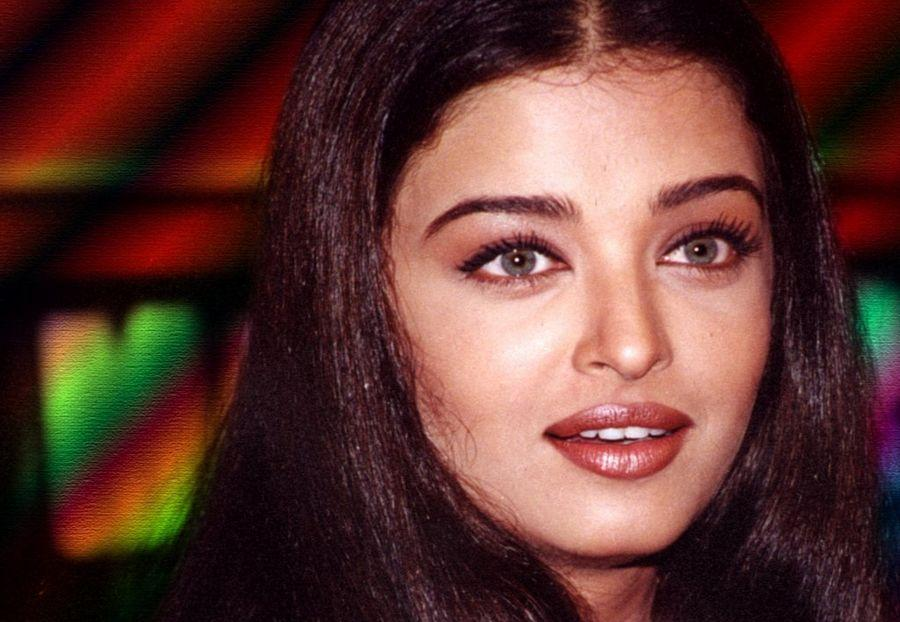 BIRTHDAY SPECIAL: Rare Photos Of Aishwarya Rai You've Never Seen Before