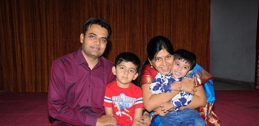 Serial Actress Sravani Rare & UNseened with Family Photos