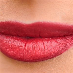 Tips to keep your lipstick long lasting