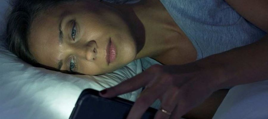Limiting exposure to mobile in evening reverses sleep problems