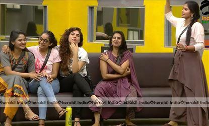 Bigg Boss Tamil Season 3 Day 53 Hot Stills Set 3