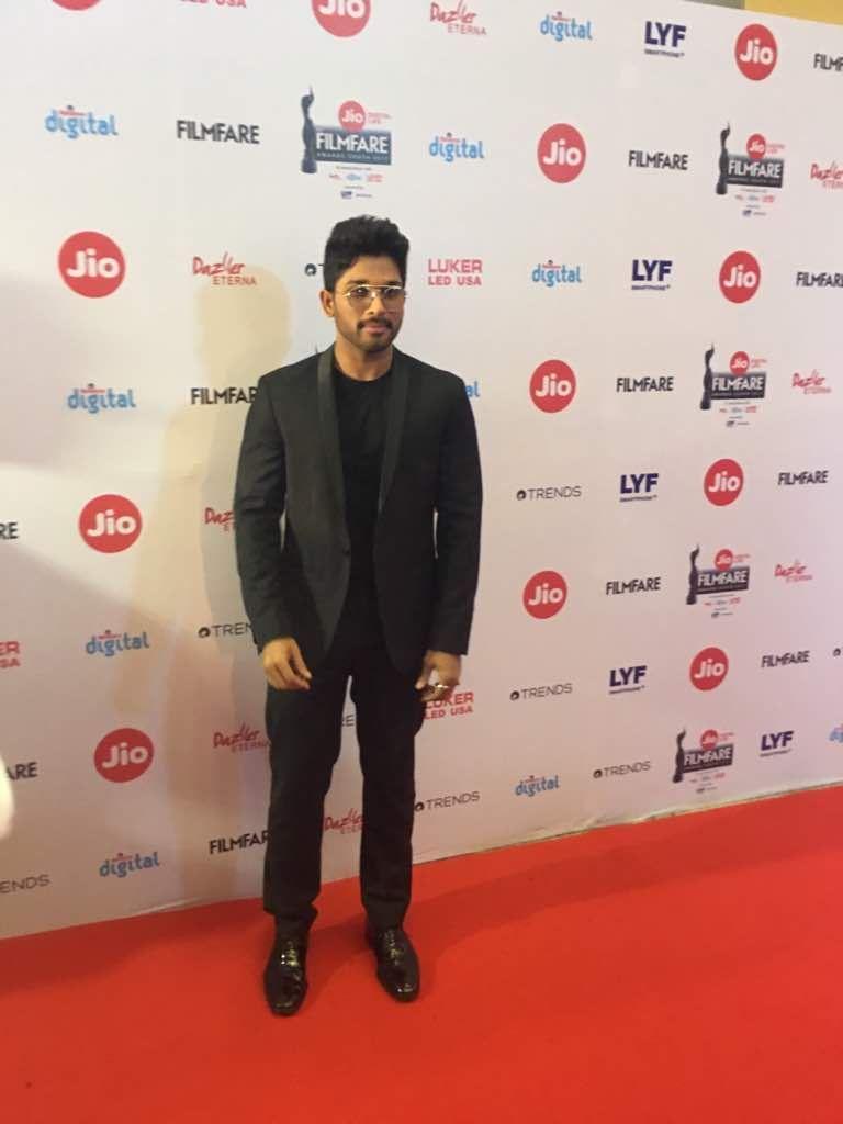 Allu Arjun Stills at Jio Filmfare Awards 2017