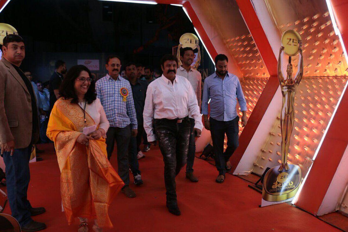 Ballaya Entry at Zee Golden Awards 2017 Photos
