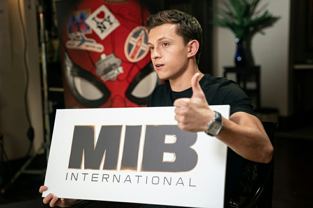 MIB International Agent H Meets Peter Parker aka Spiderman For A Hilarious Super Hero Interview