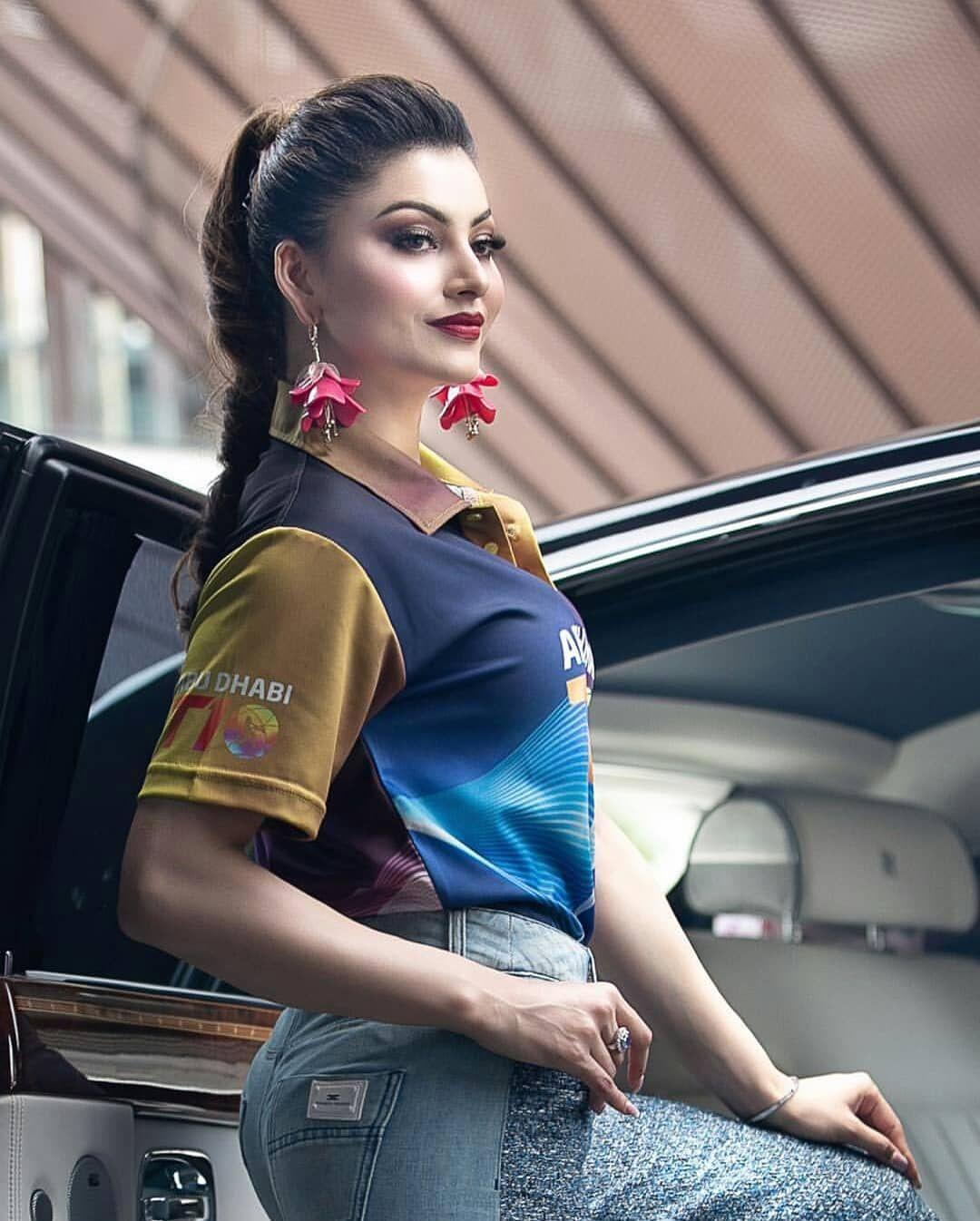 Urvashi Rautela inaugurating T10 match at Abu Dhabi