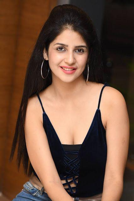 Actress Kashish Vohra Latest Hot & Spicy Stills