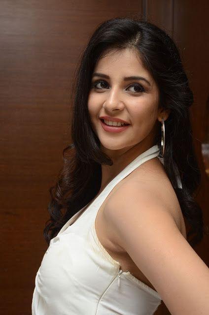 Actress Kashish Vohra Latest Stills