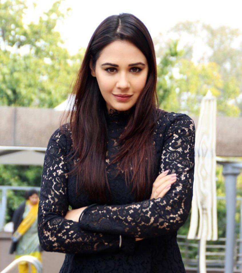 Actress Mandy Takhar Latest Hot Stills