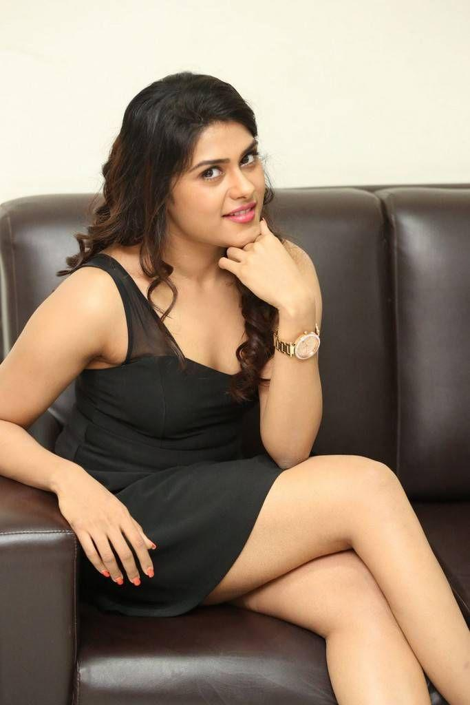 Actress Naira Shah Latest Stills