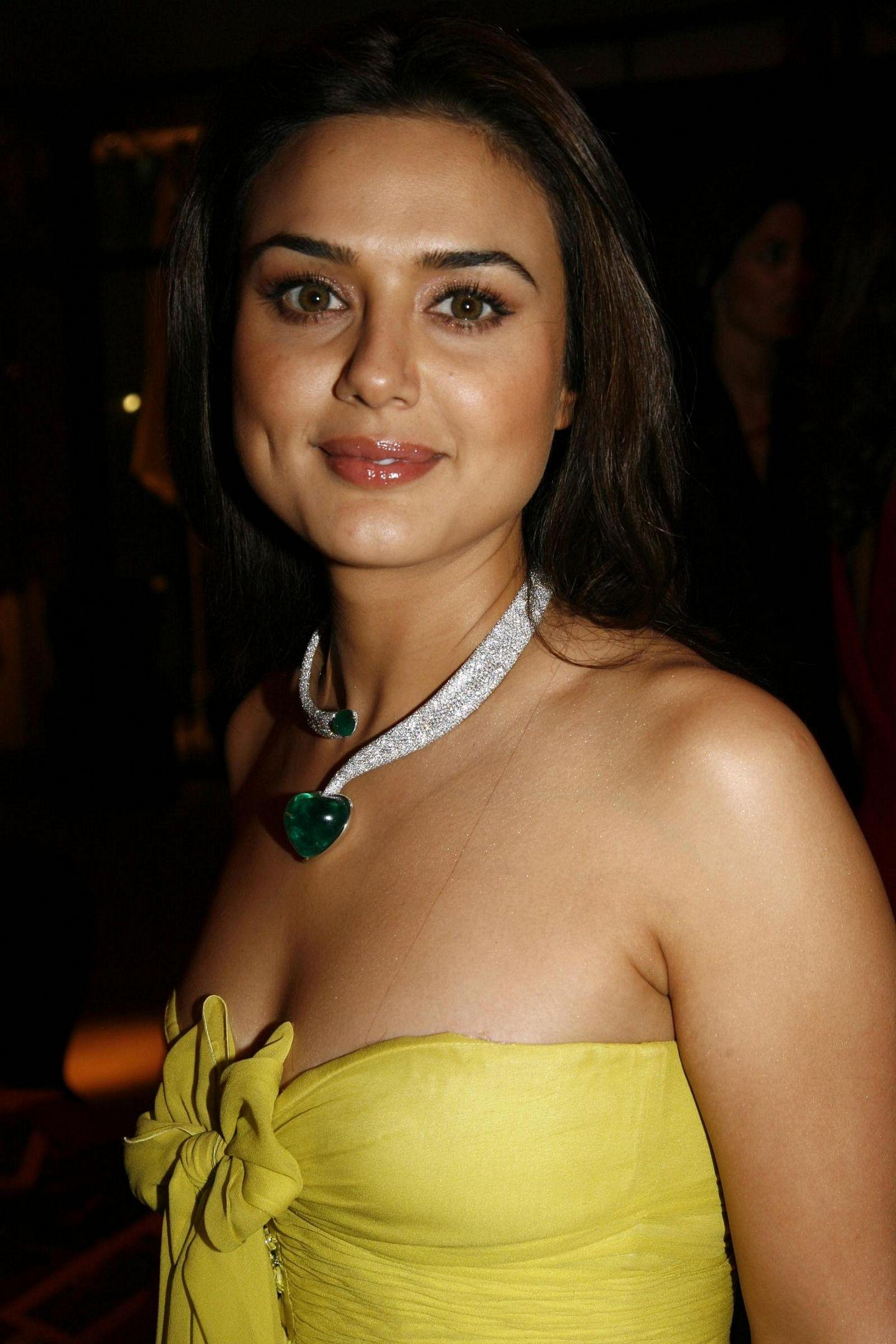 Actress Preity Zinta Hot Latest New Hd Images-8995