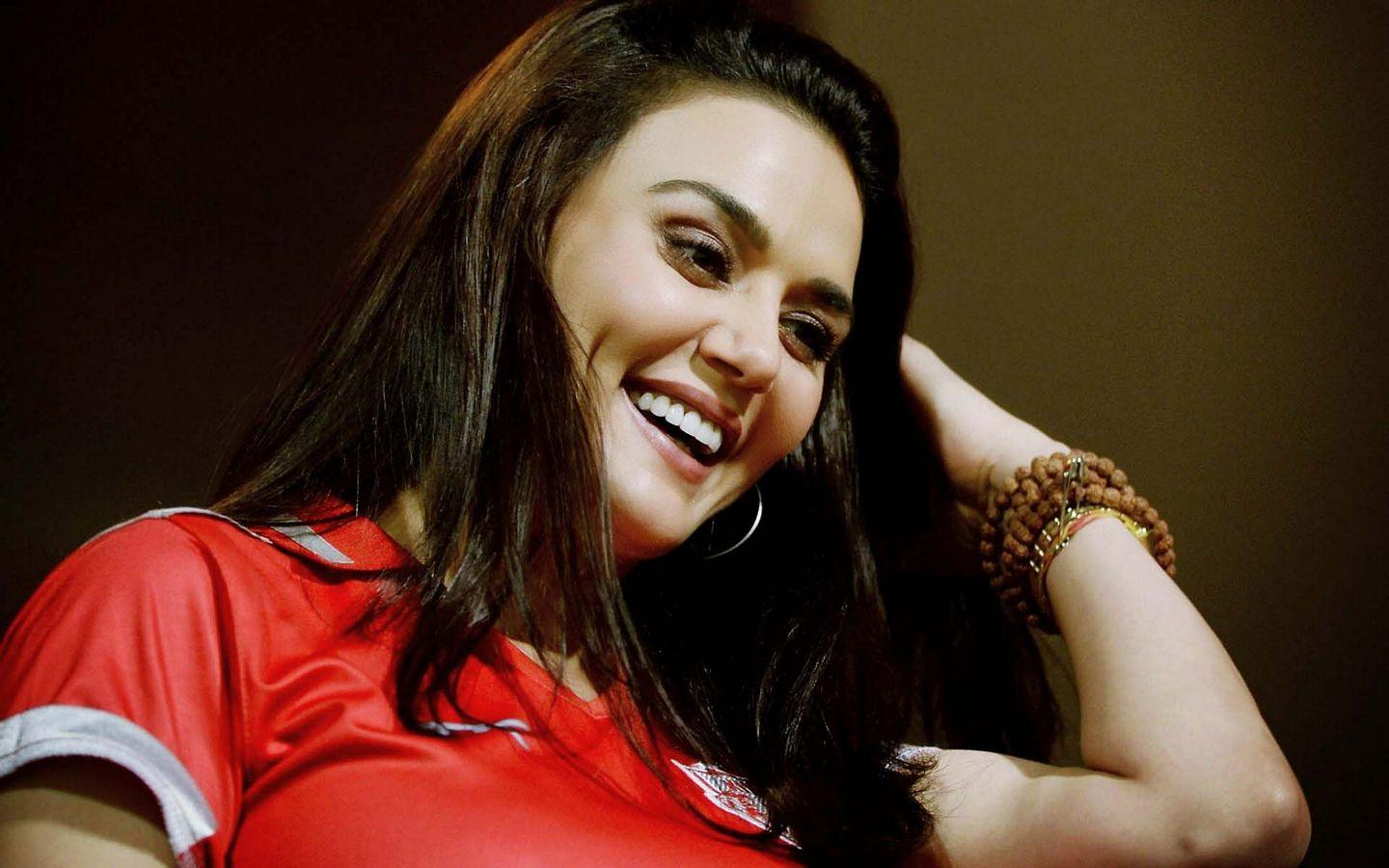 Actress Preity Zinta Hot Latest New Hd Images-1805