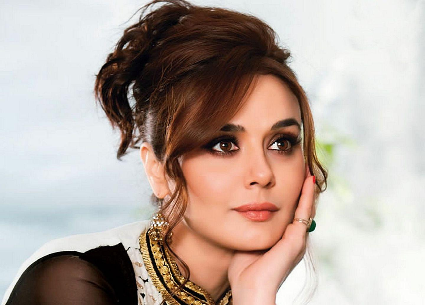 Actress Preity Zinta Hot Latest New Hd Images-1825