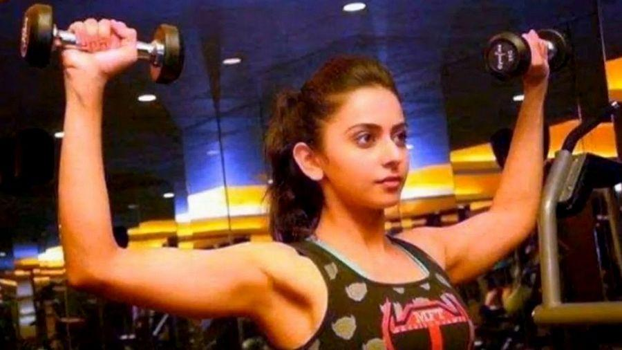 Actress Rakul Preet provoking our temptations - Spicy Photo Feature