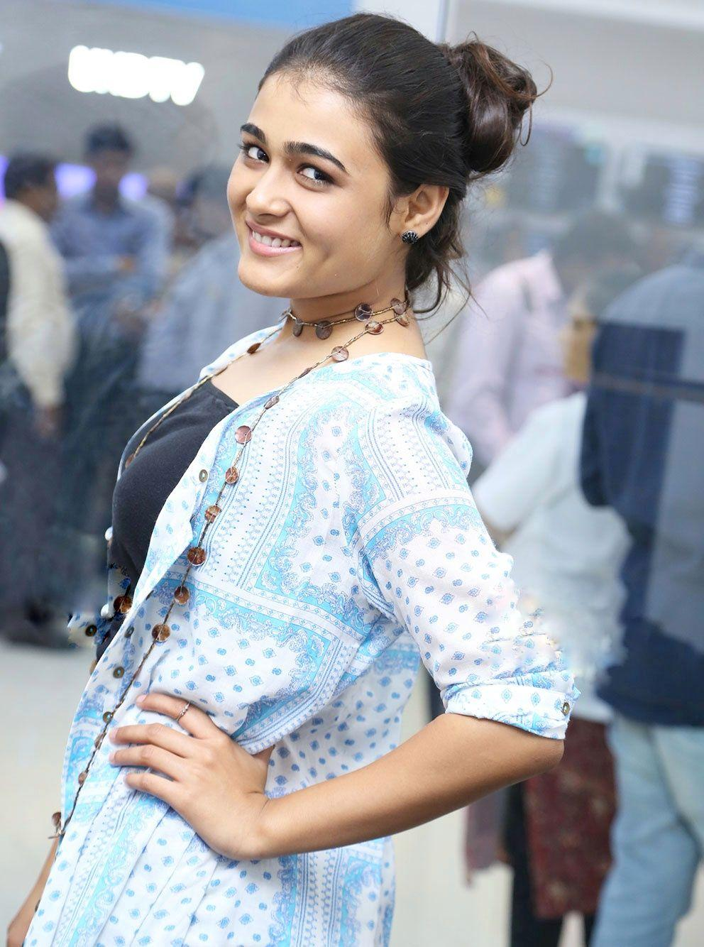 Actress Shalini Pandey Latest 2017 Photo Stills
