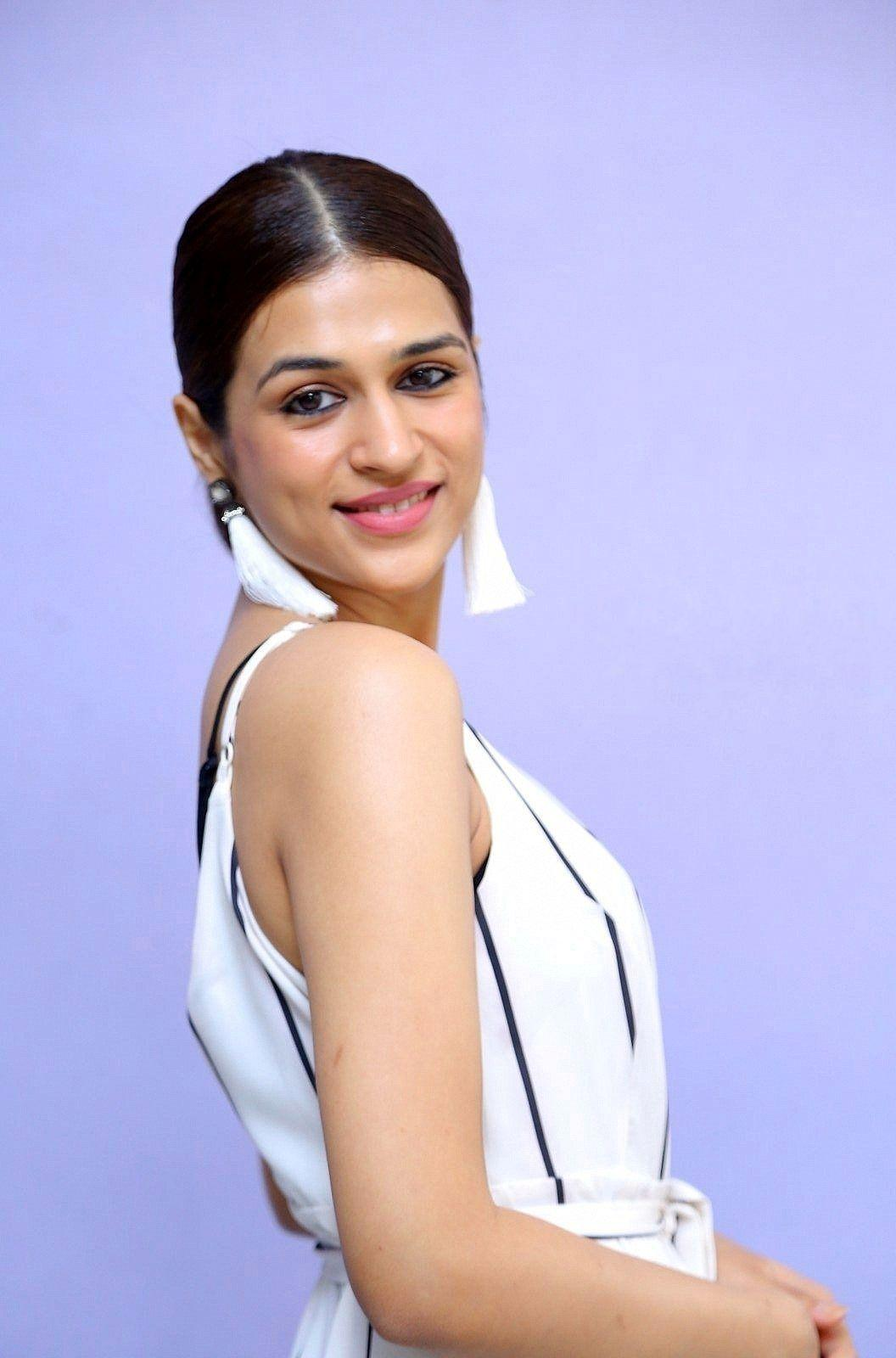 Actress Shraddha Das Latest HOT 2017 Photo Stills