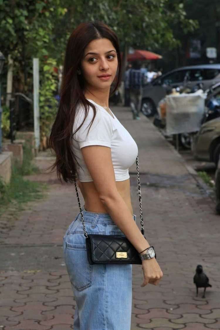 Actress Vedhika Latest Wallpapers