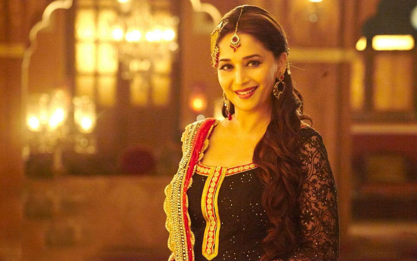 B'day Special: Hot Smiling And Cute Look Images Of Madhuri Dixit