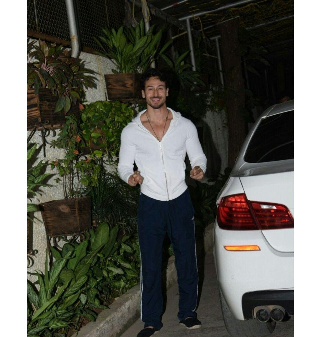 Disha Patani spotted with her Boyfriend at night time outside his residence