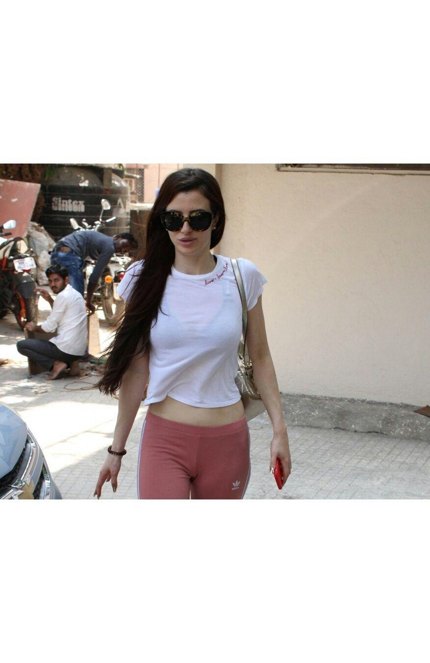 Georgia Andriani spotted outside her pilates class