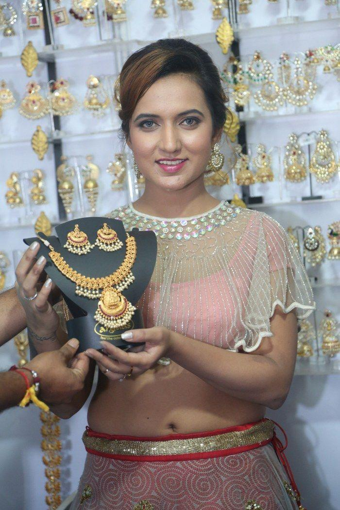 Heroine Aafia Bhardwaj Launches Indian Silk Expo Photos
