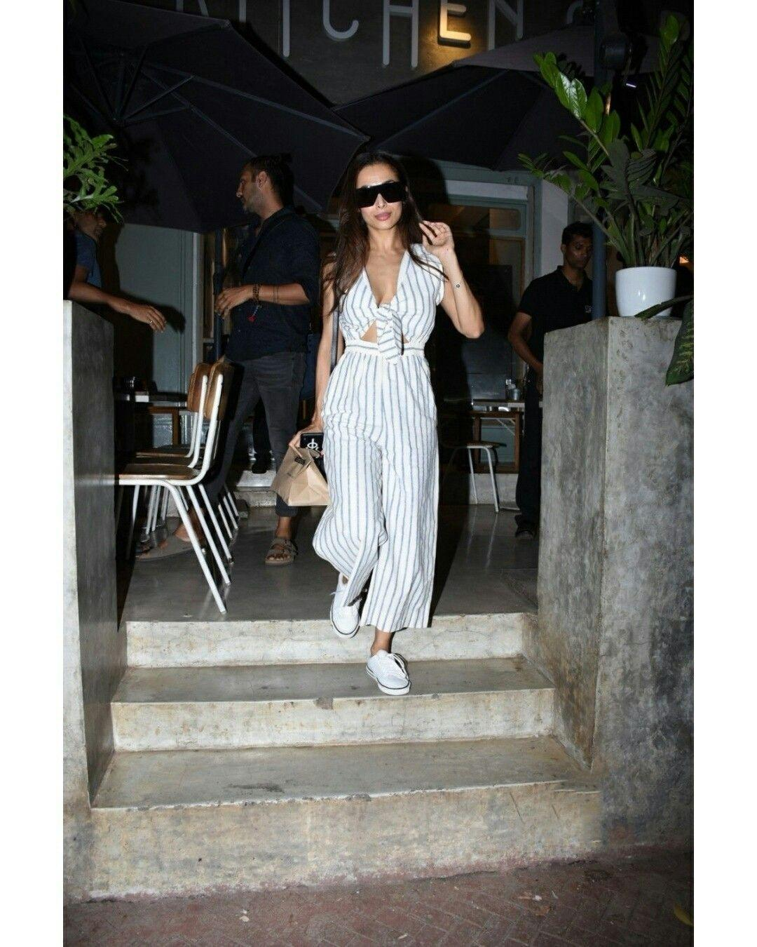 Malaika Arora caught by Paparazzi as she was walking out of Arjun Kapoors home