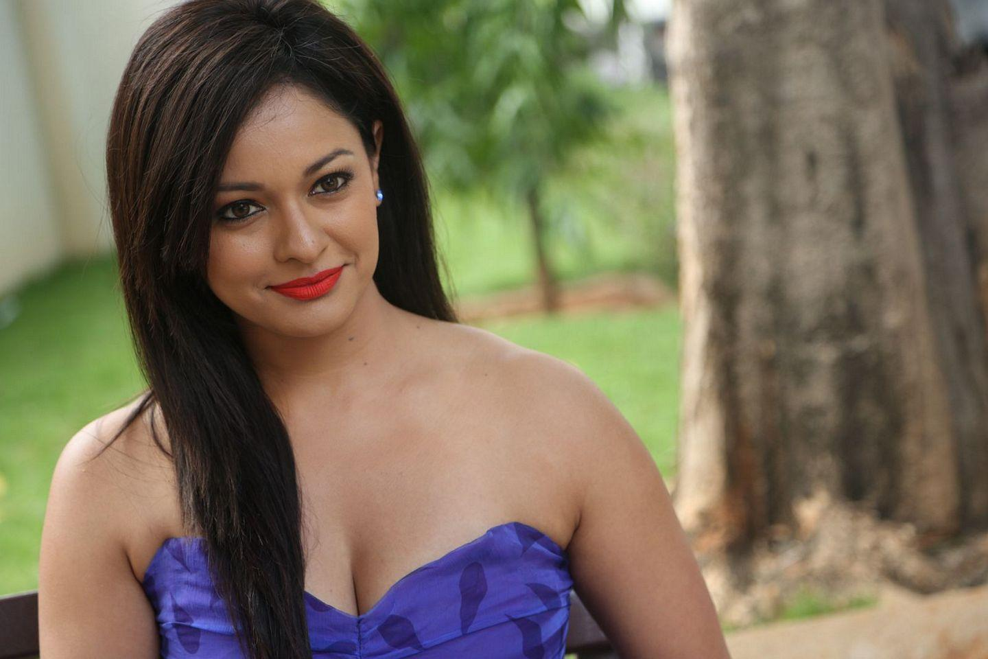 Pooja lashes out