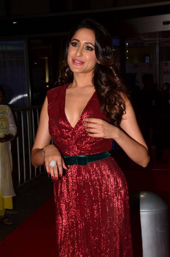 Pragya Jaiswal Stills At 64th Jio Filmfare Awards 2017