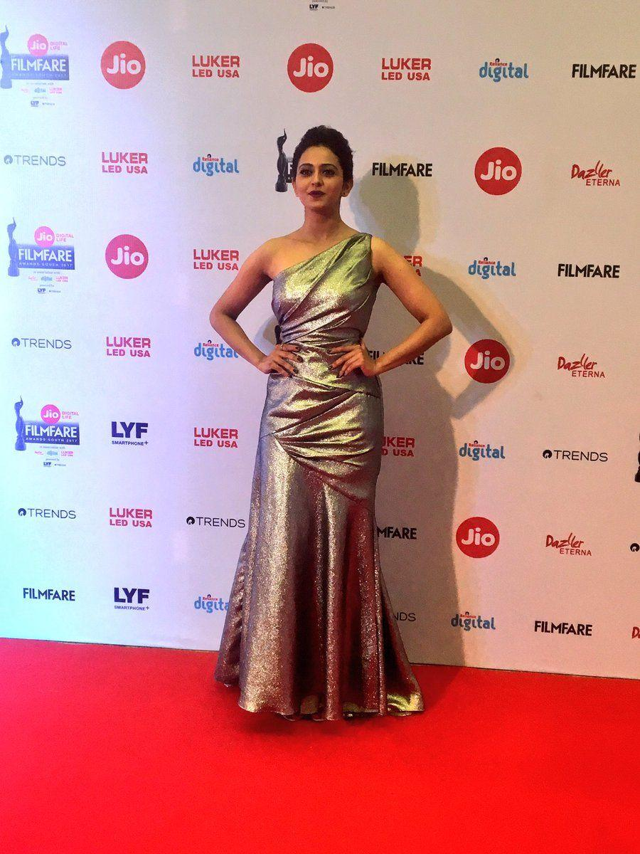 Rakul Preet singh Stills at the Jio Filmfare Awards South 2017