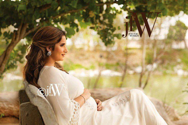 Sania Mirza poses with her baby bump for JFW