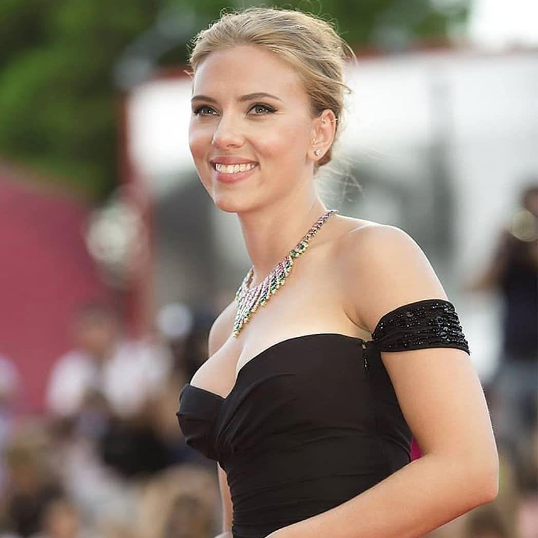 Scarlett Johansson Hot Photos