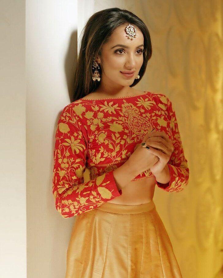 Telugu Actress Tejaswi Madivada Latest Ultra Hot Hd Photo Stills-6624