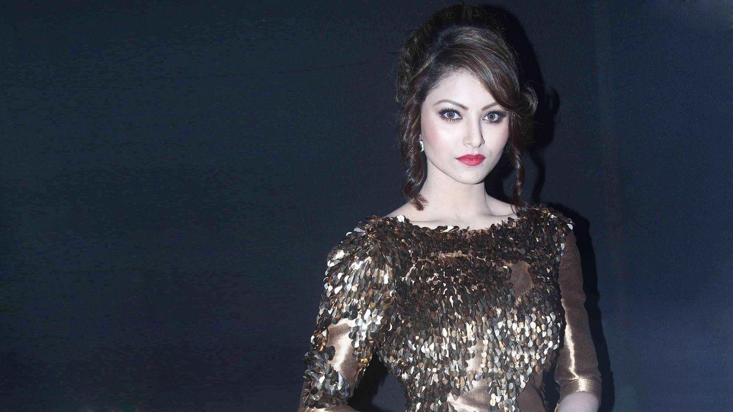 Urvashi Rautela: 50 best looking hot & beautiful HD Photos