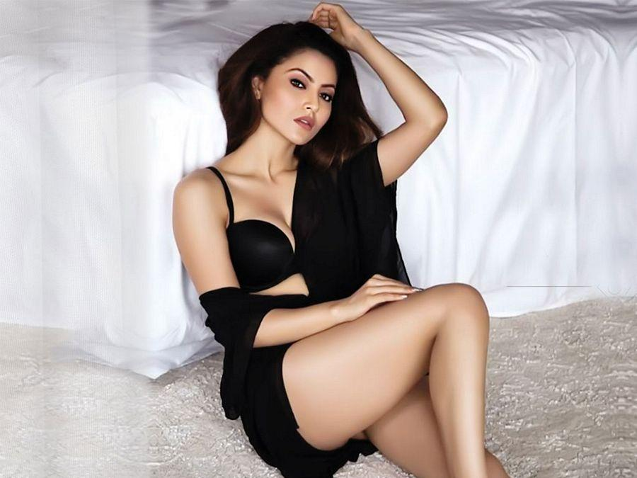 Urvashi Rautela Hot & Spicy HD Photos Are Too Hot To Handle
