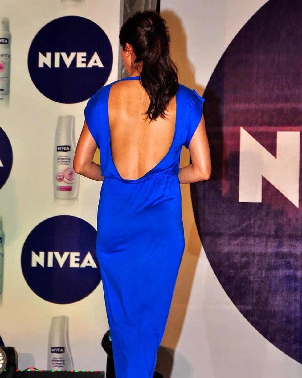 Anushka Sharma Super Sexy In A Blue Backless Dress