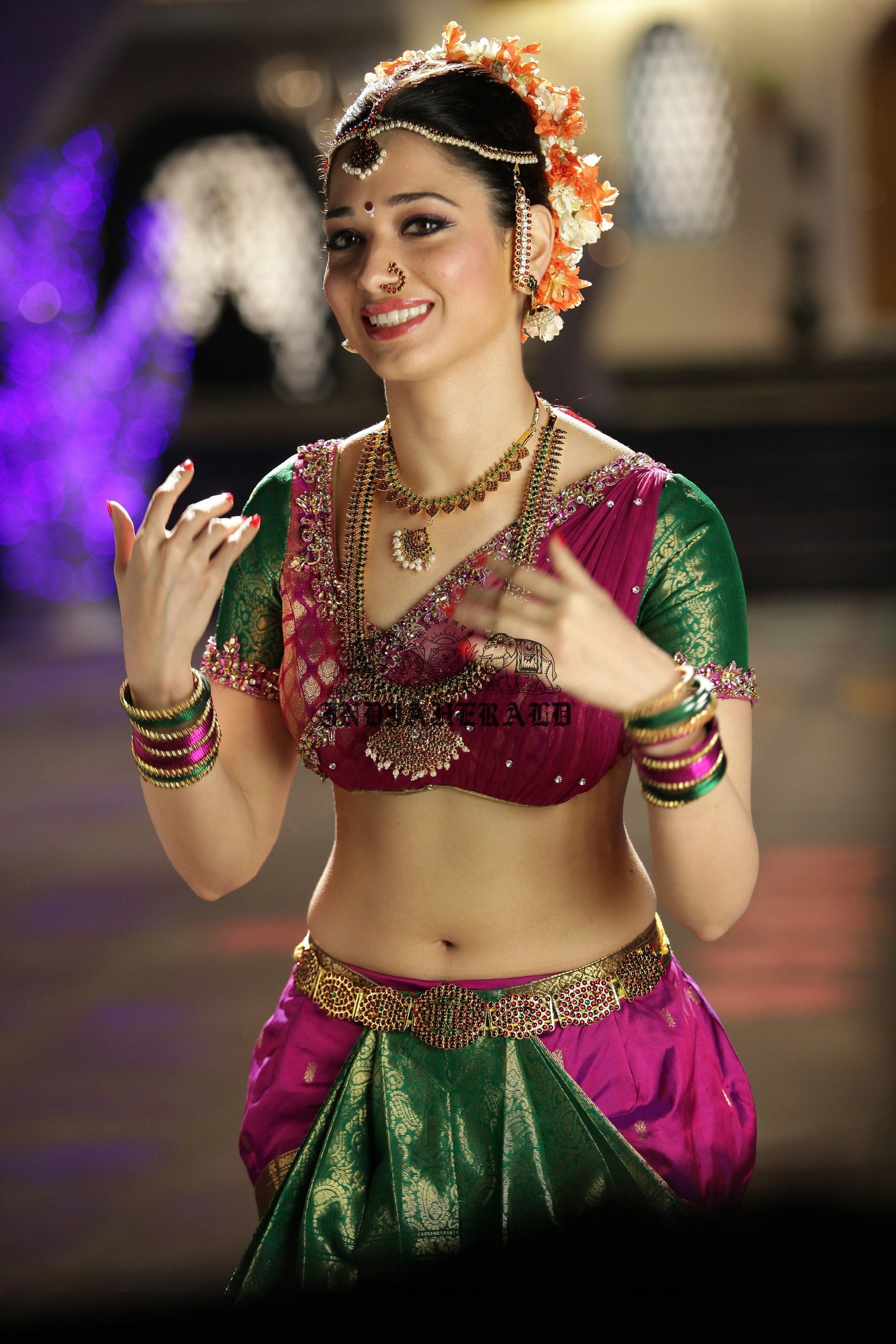 Hottest High Clarity Photos of Tamanna in Saree exposing her navel and midriff Set 2