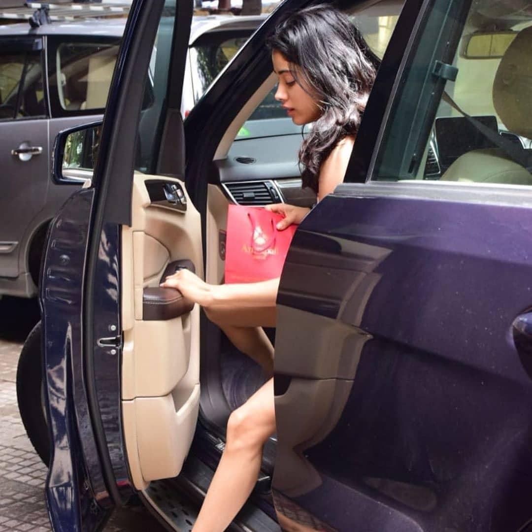Janhvi Kapoor Looks Uber Fresh Outside Her Gym