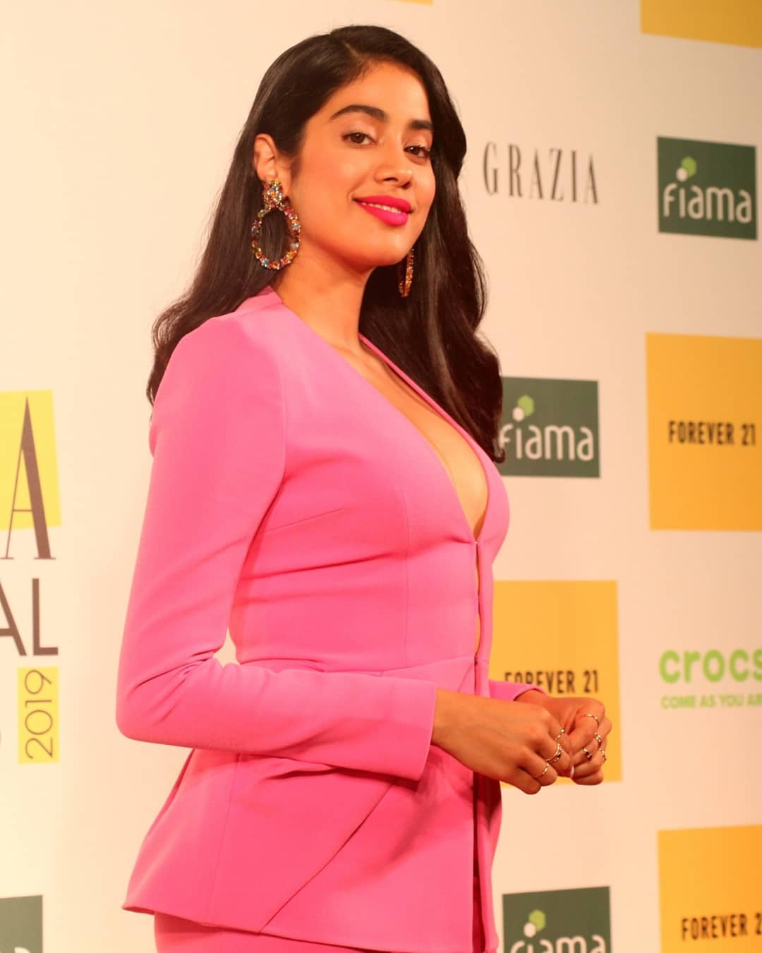Janhvikapoor Shows Her Sex Appeal At Grazia Millennial Awards
