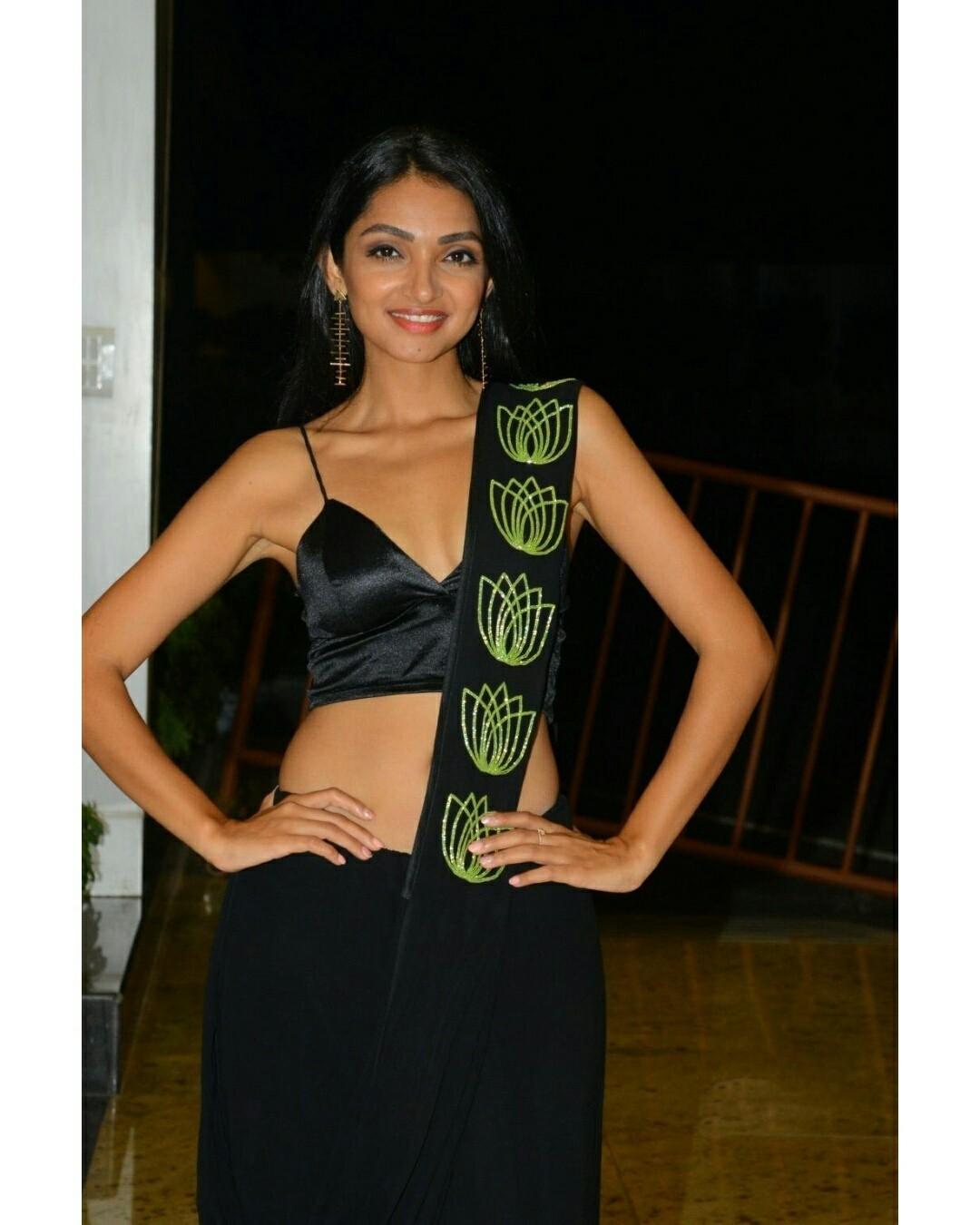 Jazba Singh Hot in Black Saree