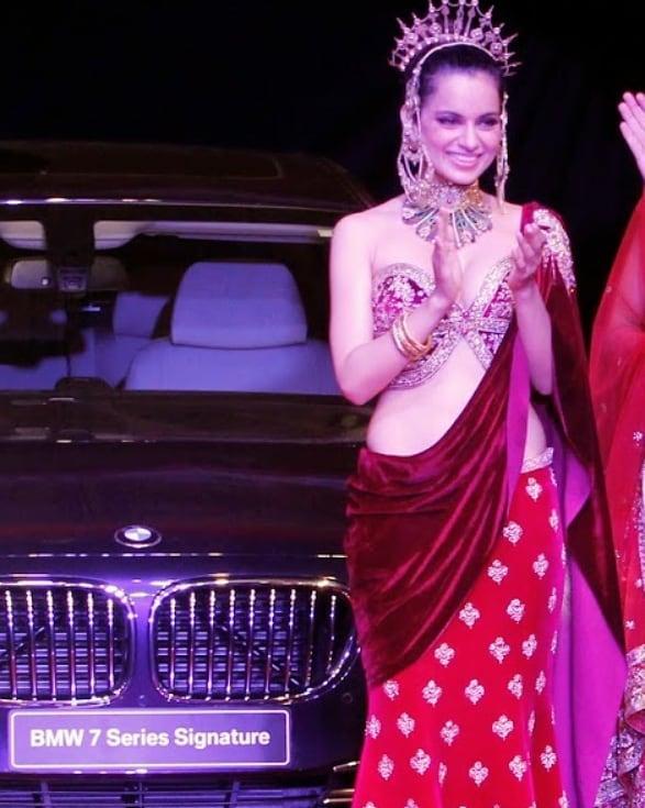 Kangana Ranaut Sexiest Cleavage Show On The Ramp