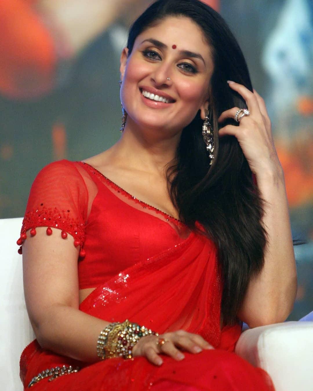 Kareena Kapoor Super Sexy In Red Saree