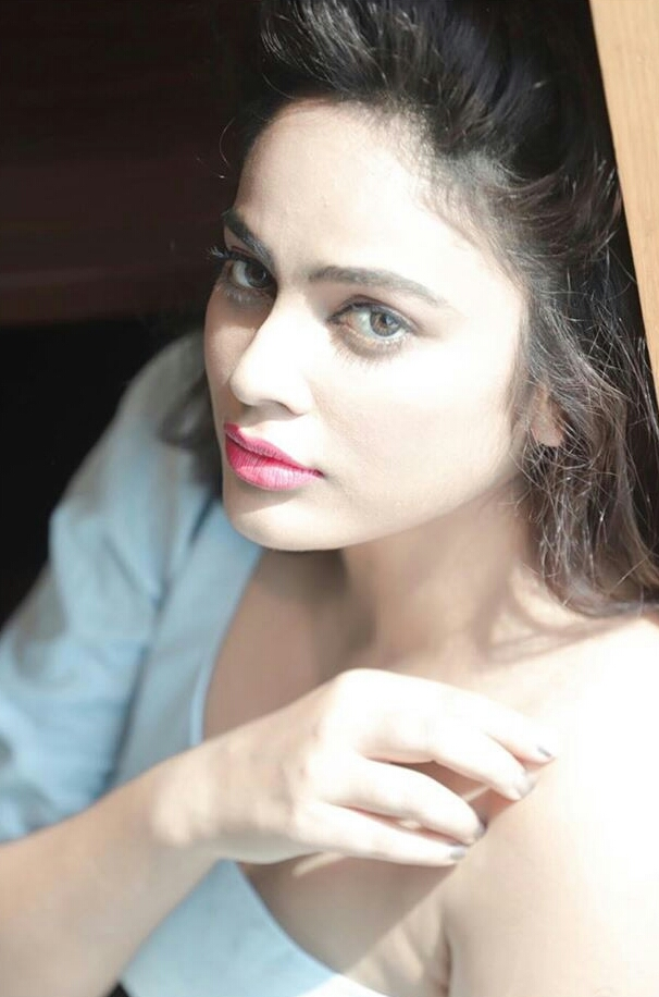 Nandita Swetha Exposing Her Sex Appeal In These Pics