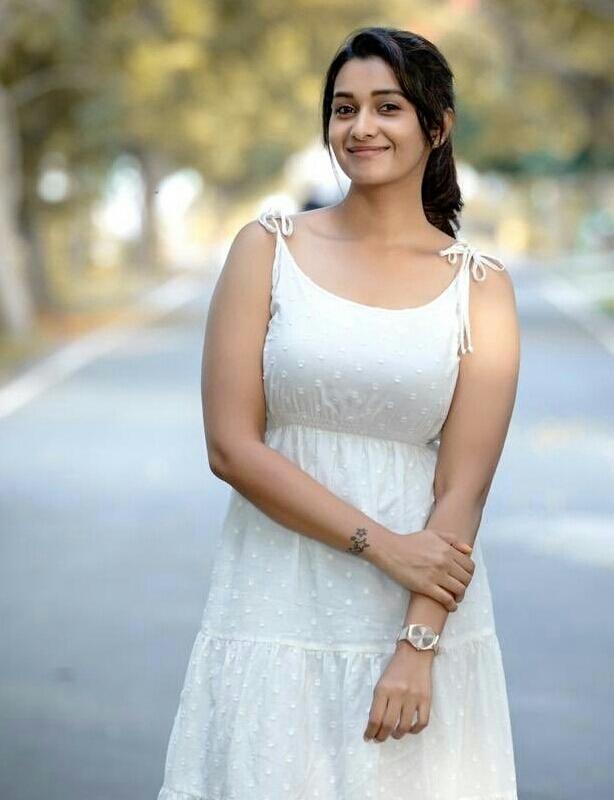 Priya Bhavani Shankar Tempts In A Sleeveless Frock