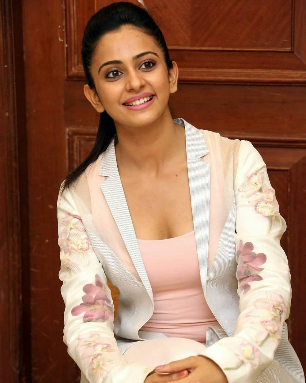 Rakul Preet Shows Her Tempting Cleavage During Interview