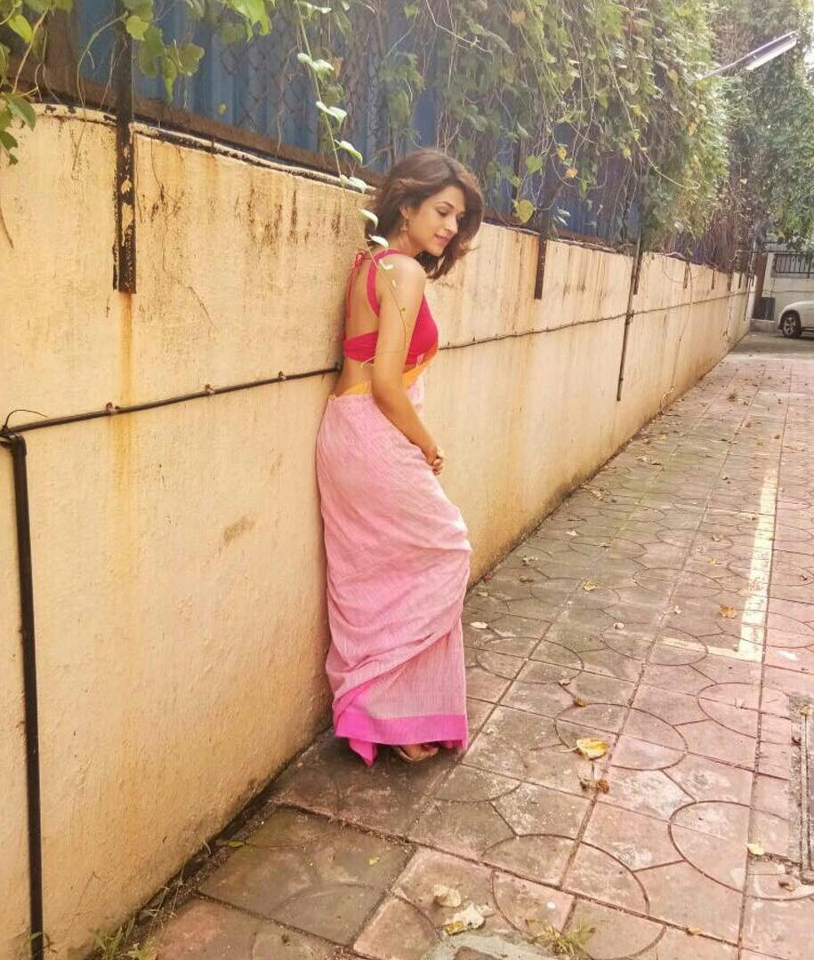 Shraddha Das Showing Her Hot Curves Saree Photoshoot