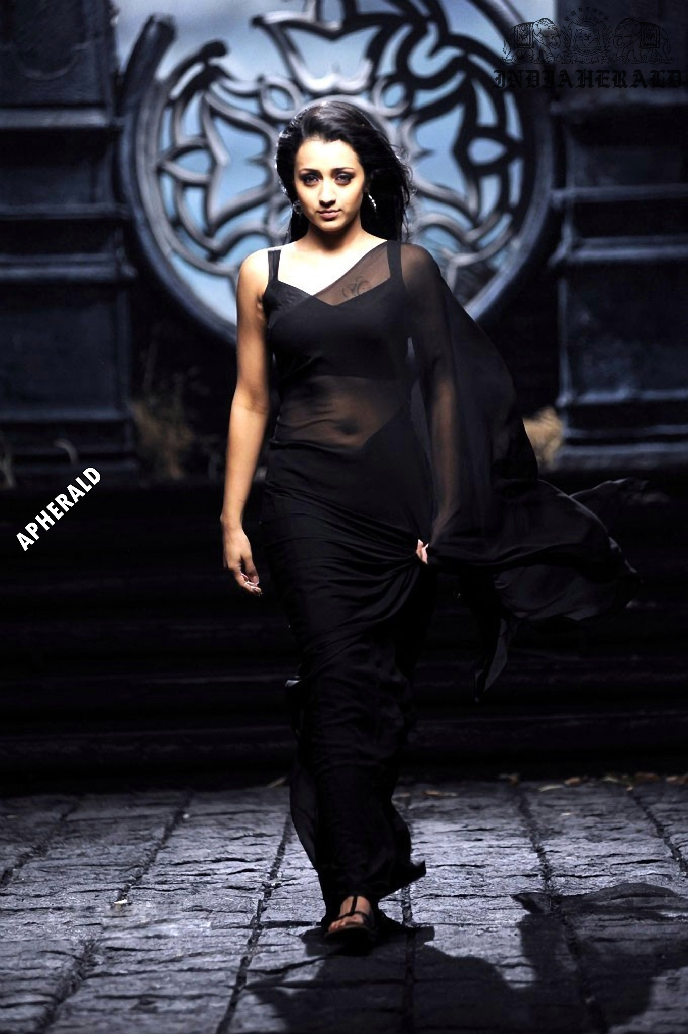 Trisha tempts our mood by exposing her navel and waist in Black transparent saree Set 2