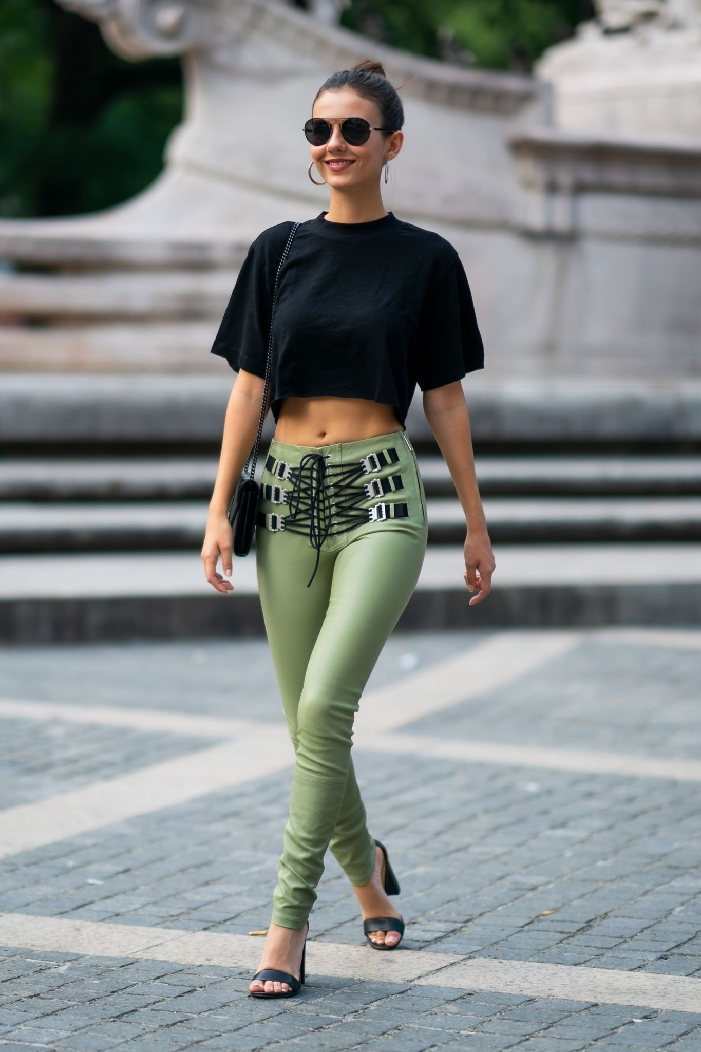 Victoria Justice Shows Her Navel While Walking In Street Of NYC Set 2