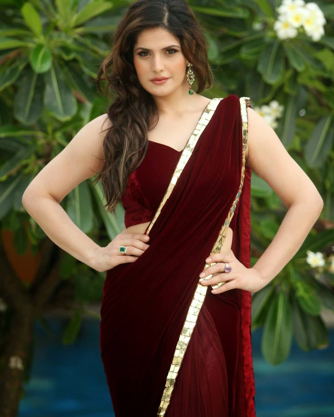 Zarine Khan Show Casing Her Most Amazing Curves In Maroon Revealing Saree