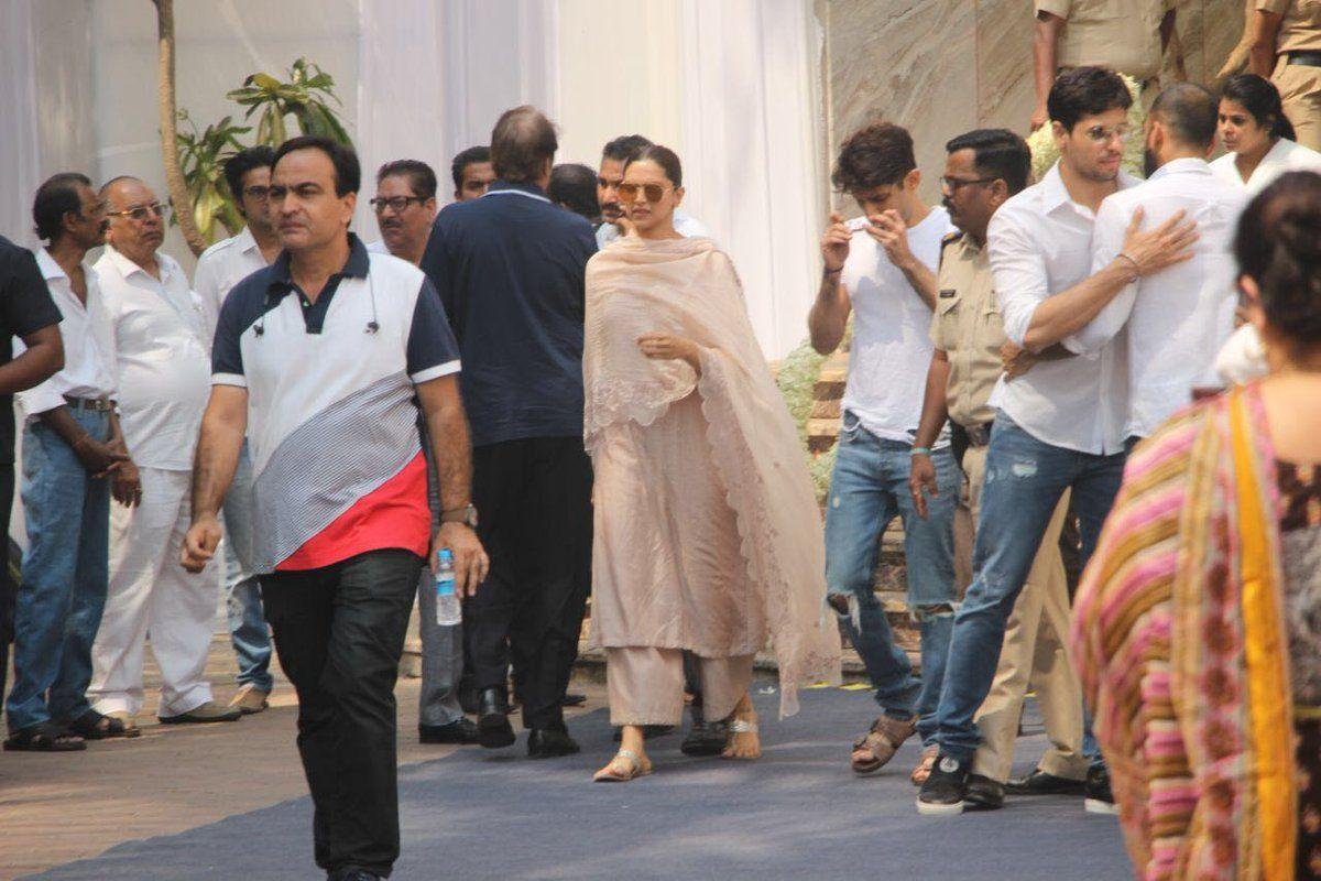 Celebrities arrives to pay his last respects to Sridevi Photos