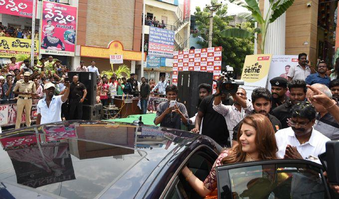 Kajal Agarwal Inaugurate MVR Mall at Vijayawada Photos